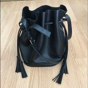 Handbags - Black bucket crossbody
